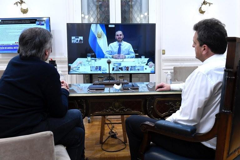 Durante un encuentro en Diputados, Guzmán sugirió que hay avances en la negociación de la deuda externa