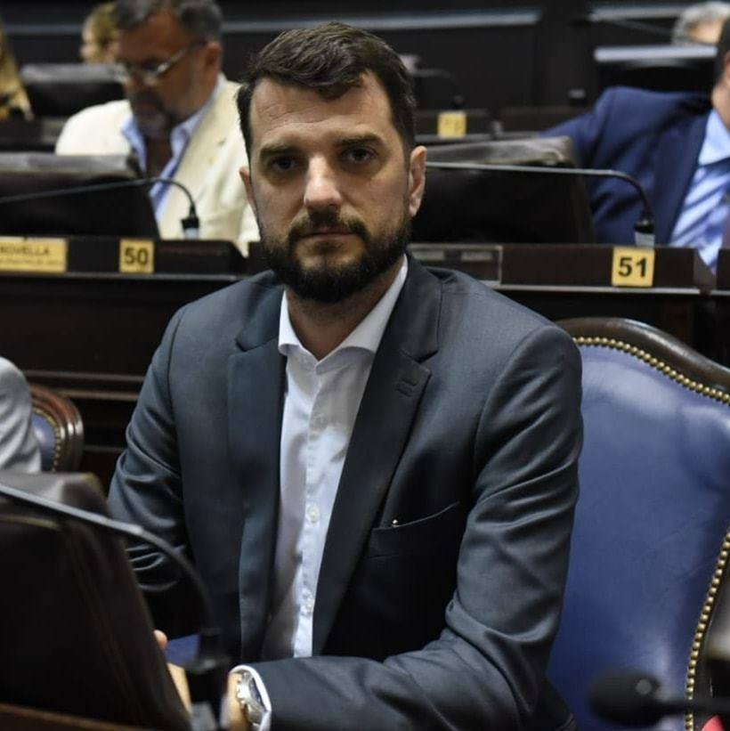 Carrara: 'Vamos a seguir trabajando con la responsabilidad que lo venimos haciendo'