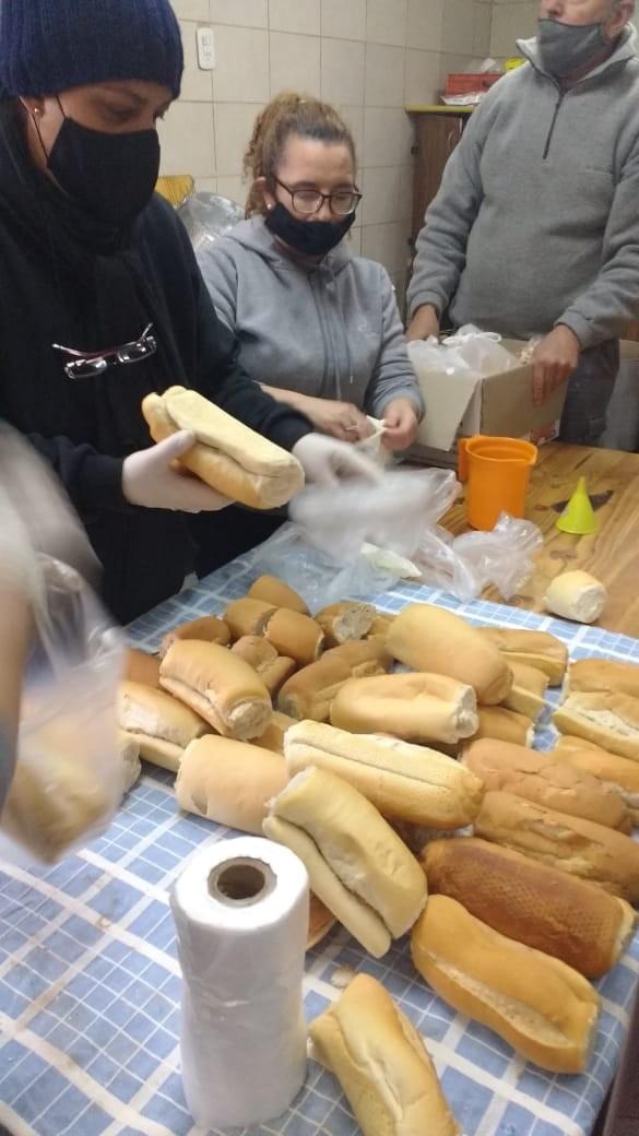 En la Unidad Nº17 fabrican pan para viandas solidarias