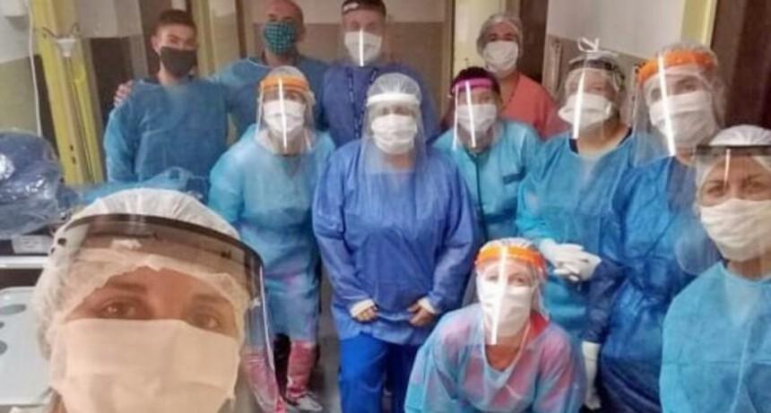 'El equipo de salud está trabajando al doble o al triple'