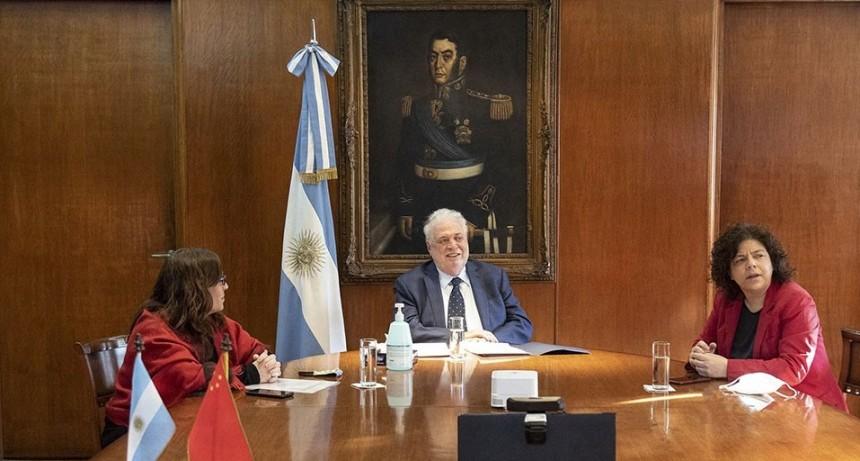 La Argentina autorizó a realizar ensayos clínicos de una vacuna china