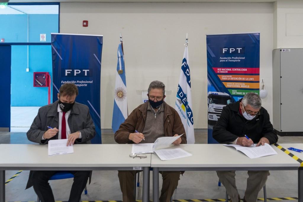 FADEEAC y FPT firmaron un convenio con la Junta de Seguridad en el Transporte