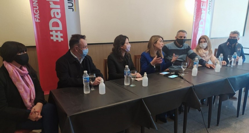 Política: La precandidata a diputada Nacional Danya Tavela de recorrida por distintas ciudades del centro de la Provincia