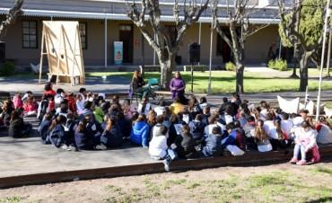 """Más de 2000 chicos ya recorrieron la feria """"Libros en Olavarría"""""""