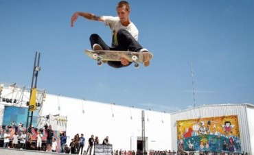 Skater olavarriense participa de un certamen en el skatepark en Tecnópolis