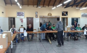 Votan los afiliados al Sindicato de Choferes
