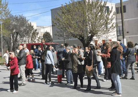 Marcha por hechos de violencia en la Escuela 76 del barrio Jardín