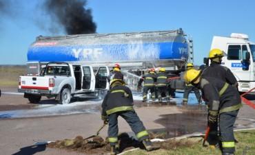 Simulacro: choque entre un camión de transporte de combustible y un vehículo