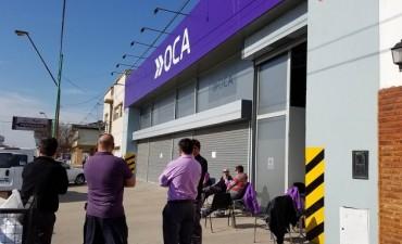 Empleados del correo OCA paran y reclaman el pago de salarios
