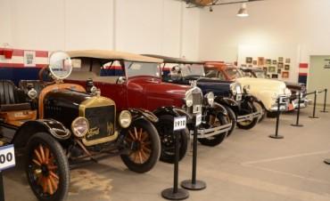 Sigue la exposición de autos antiguos en el Museo Emiliozzi