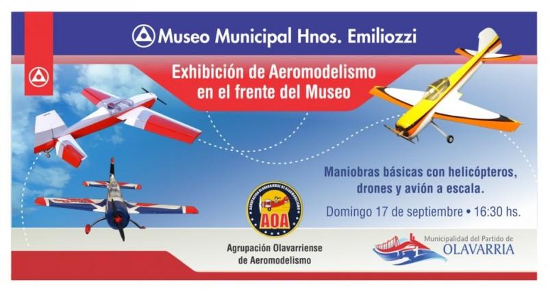 Demostración de aeromodelismo en el Museo Hnos. Emiliozzi