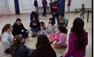 Aguilera participó de los festejos del día del niño en el barrio Matadero