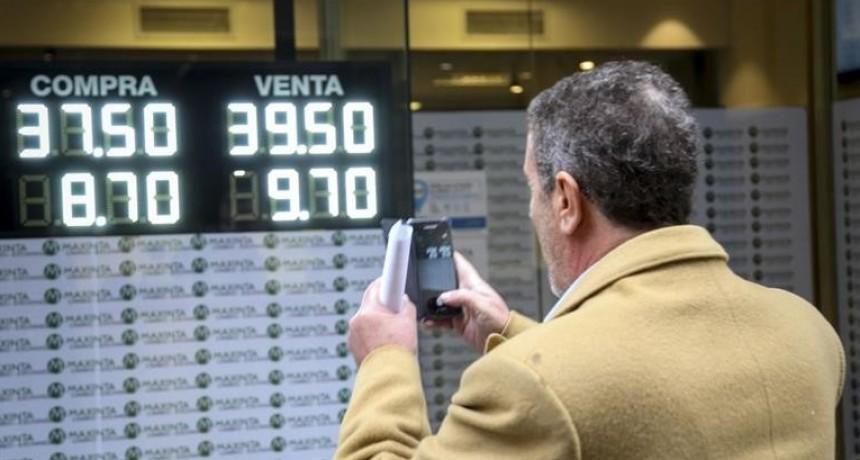 Los anuncios oficiales no calmaron al dólar, que trepó 2,7% a $ 39,04 (BCRA debió vender u$s 100 M para frenarlo)