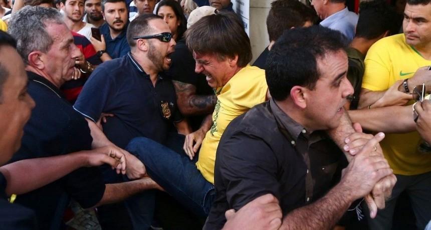 Elecciones en Brasil: Jair Bolsonaro fue apuñalado durante un acto de campaña en Minas Gerais
