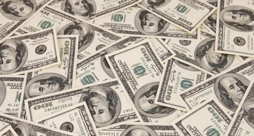 El dólar siguió desinflándose: bajó 59 centavos y cerró a $ 37,81 (en tres días cayó casi 5%)