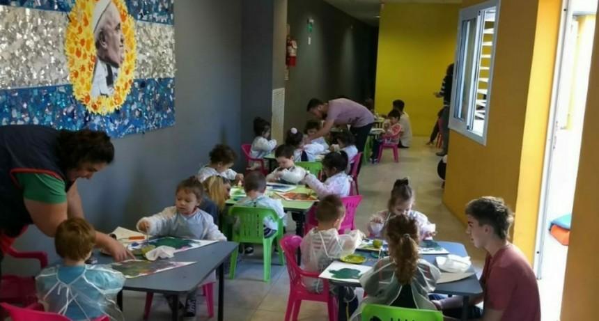 """Un mural por los derechos de los niños en el Jardín """"Papa Francisco"""""""