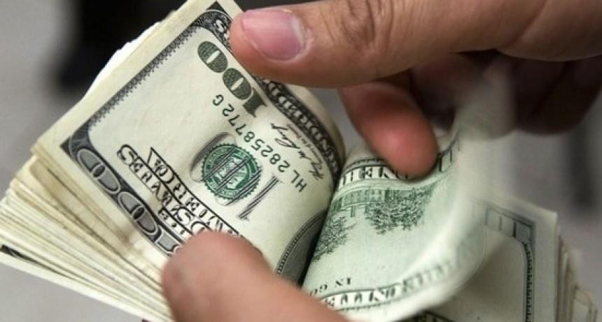 Tras la salida de Caputo el dólar vuelve a superar los 39 pesos