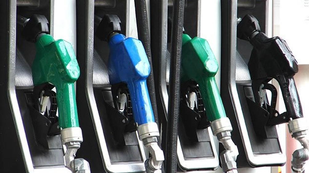 Flexibilizan el congelamiento en los combustibles y autorizan un aumento de 4%