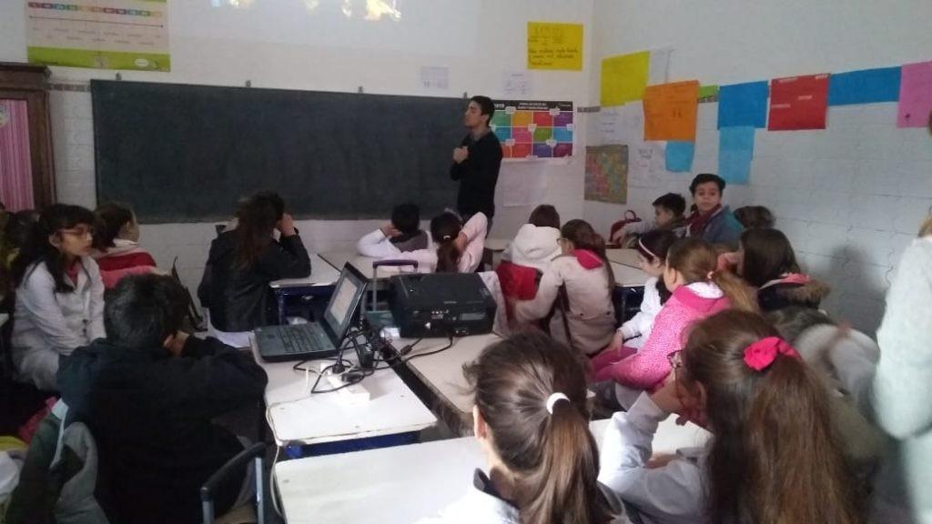 """""""Olavarría conoce a Olavarría"""": charla en la Escuela N° 8"""