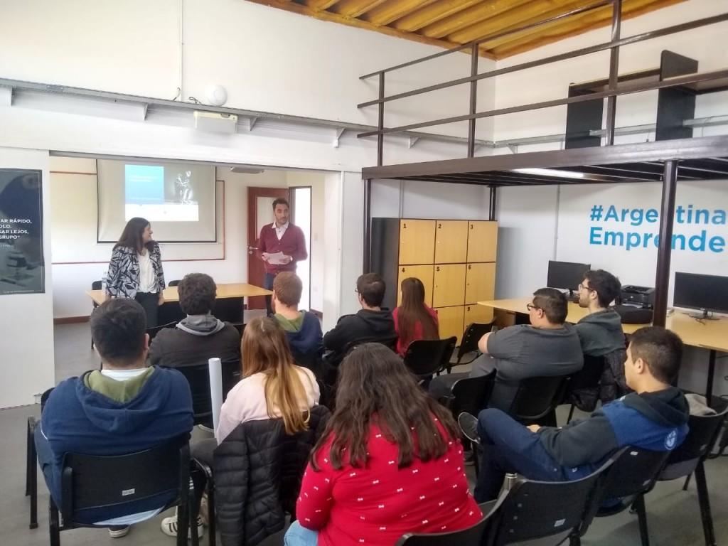 Funcionarios y estudiantes dialogaron sobre empleo