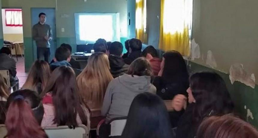 """""""Olavarría conoce a Olavarría"""": charla en la Escuela N° 4 de Hinojo"""