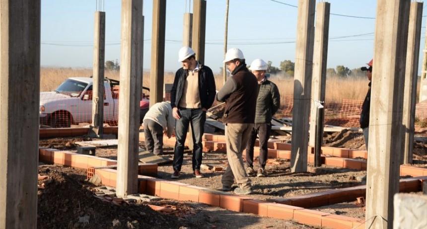 Primeros cimientos de las viviendas para familias que sufren violencia