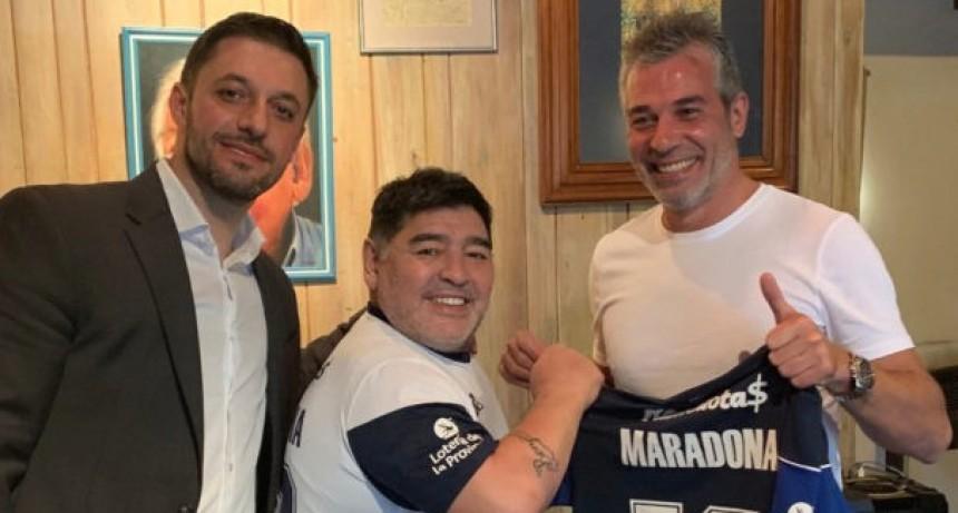 La Plata revolucionada con la llegada de Maradona