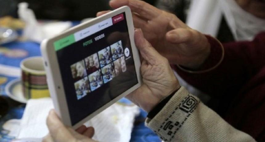 Continúa la inscripción para que los adultos mayores reciban su tablet
