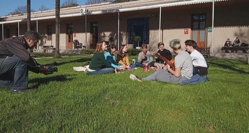 ¨Nos bancamos entre todxs¨: el spot del  Municipio por la semana de las juventudes