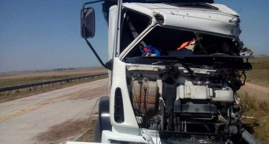 Dos camiones chocaron de frente en el Enlace: un muerto