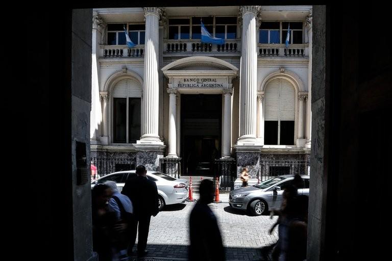 """Jornada financiera: en dos días, la demanda de dólar """"solidario"""" exigió ventas del Banco Central por USD 200 millones"""