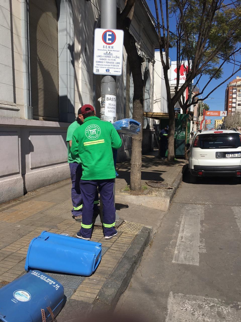 Malvinas cambió cestos públicos de residuos