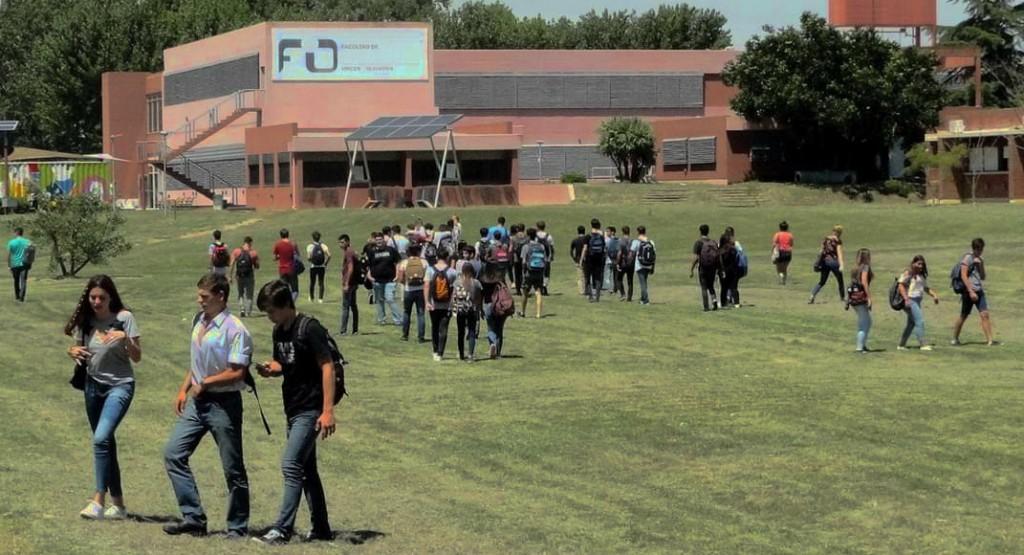 Reflexiones ante un festejo distinto del Día del Estudiante en pandemia