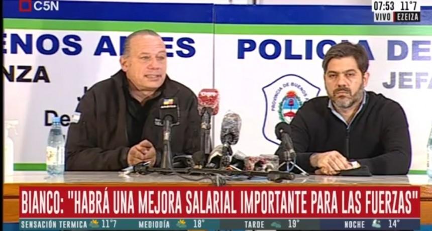 Luego de la protesta, anunciaron aumento de salarios para la policía