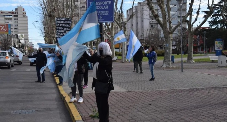 También hubo reclamos opositores en Olavarría