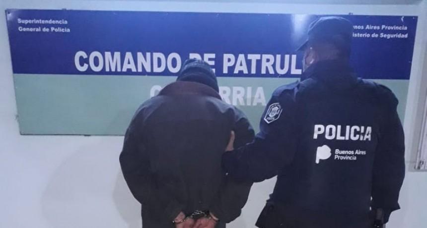 Un hombre aprehendido luego de golpear y amenazar a una mujer