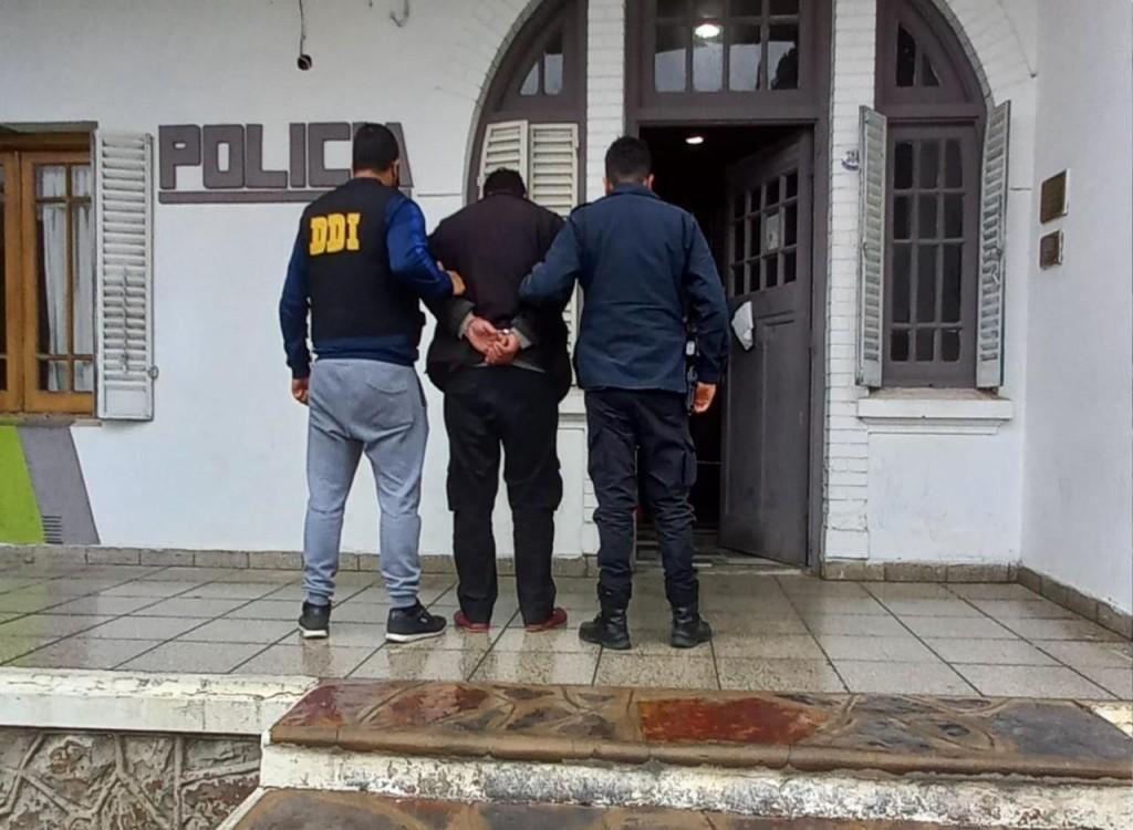 Detienen a hombre acusado por un homicidio