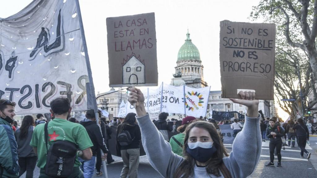 Los jóvenes coparon las calles céntricas porteñas contra el cambio climático