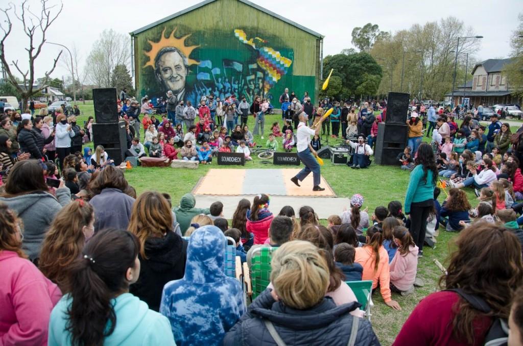 Ante un gran marco de público se realizó el 'Festival de la Primavera' en el Parque Eva Perón