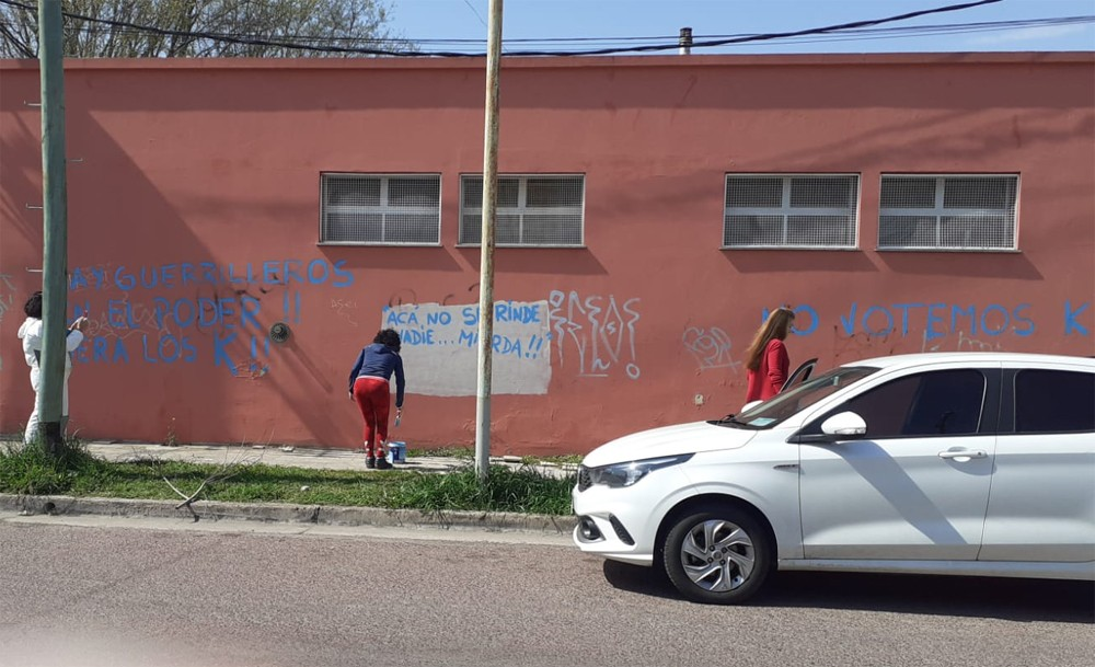 Referentes políticos olavarrienses repudiaron la vandalización de Equipo Republicano