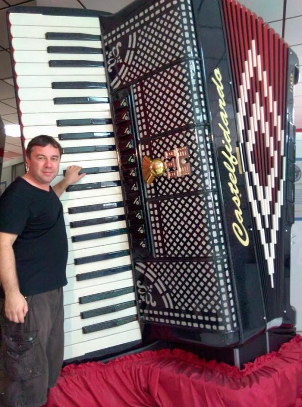 Facundo Quiroga regresó de Italia tras participar en la competencia de acordeón