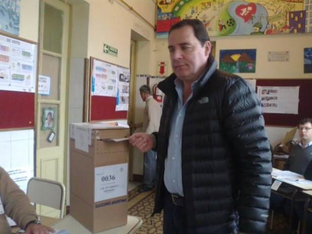 Votó el senador provincial Héctor Vitale