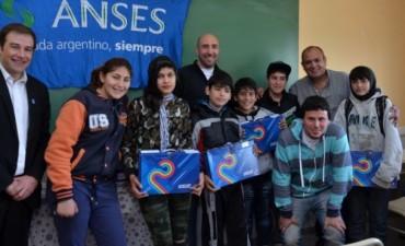 Estudiantes de Olavarría recibieron sus netbooks