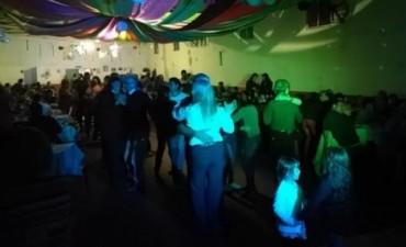 Sierra Chica sigue bailando