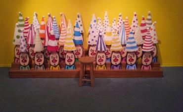 Sigue la muestra de Liniers
