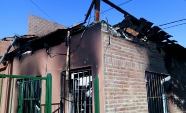 Incendio de vivienda en la madrugada de este viernes