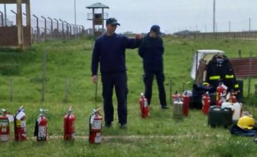 Capacitación de bomberos para el personal de la Unidad Penal N° 27