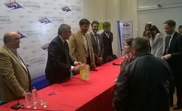 El Ministro de Desarrollo Social presidió el acto de escrituras