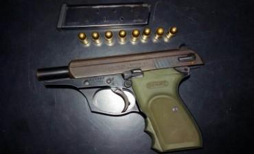 Aprehenden a un hombre mientras amenazaba con una pistola a su pareja