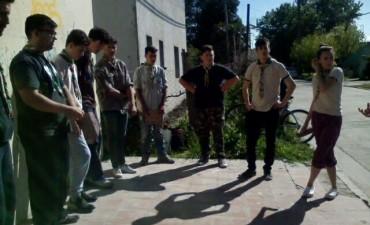 Actividad solidaria de los chicos de Callejeada Loma Negra
